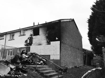 烘干机导致的火灾致使房屋也被严重烧毁